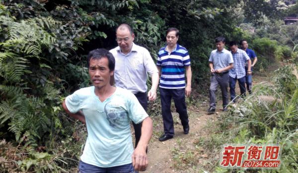 衡阳城管对青山村并村后新增贫困户开展结对帮扶