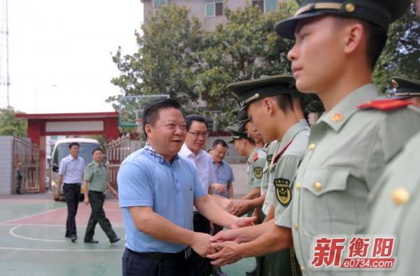 """""""八一""""前夕衡阳县领导看望慰问部队官兵"""